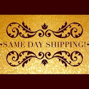 Same day shipping! 🎀🛍